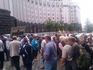 Женщины в Одессе перекрыли дорогу
