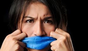 Отчего возникает неприятный запах изо рта?
