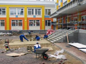 Завершен ремонт крыши городской поликлиники №20