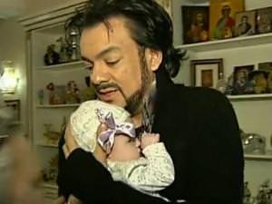 Филипп Киркоров привез дочь в Россию