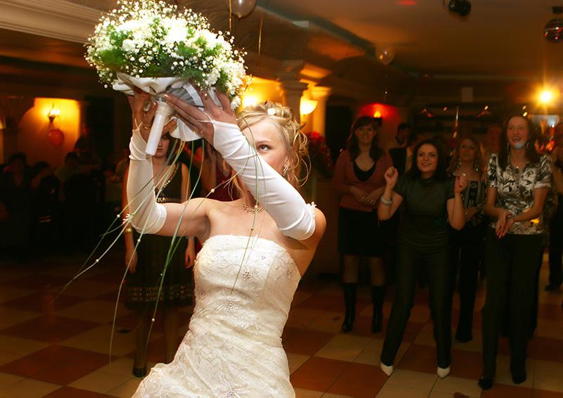 Букет невесты для чего бросают нельзя