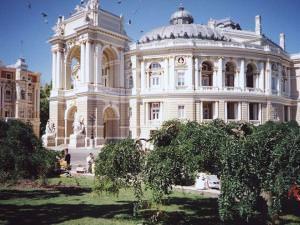 800px-Odessa_Opera_House