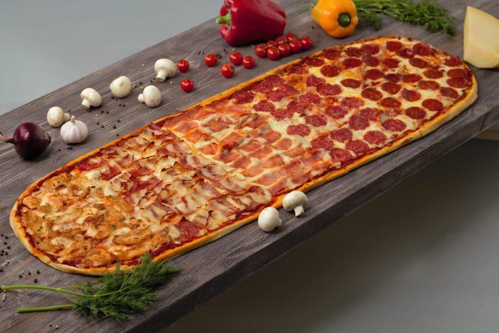 Пицца на лопате